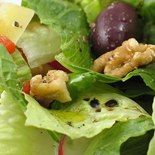 Salad with walnuts